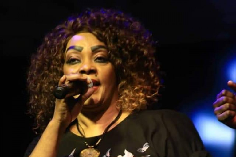Relation amoureuse Tina Glamour - Shanaka Yakuza ? la mère de DJ Arafat répond