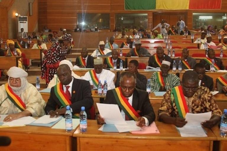 À la recherche des proches des députés maliens infectés