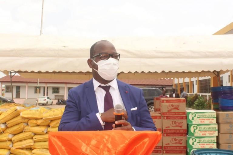 Porteur des dons de vivres et non-vivres du Premier ministre Amadou Gon Coulibaly, le vendredi 24 avril à Gagnoa, dans le cadre de la lutte contre le