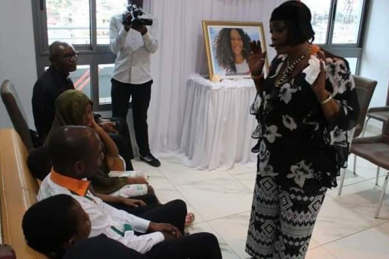 Tina Glamour débarque chez le pasteur Makosso: Ce qu'il s'est passé