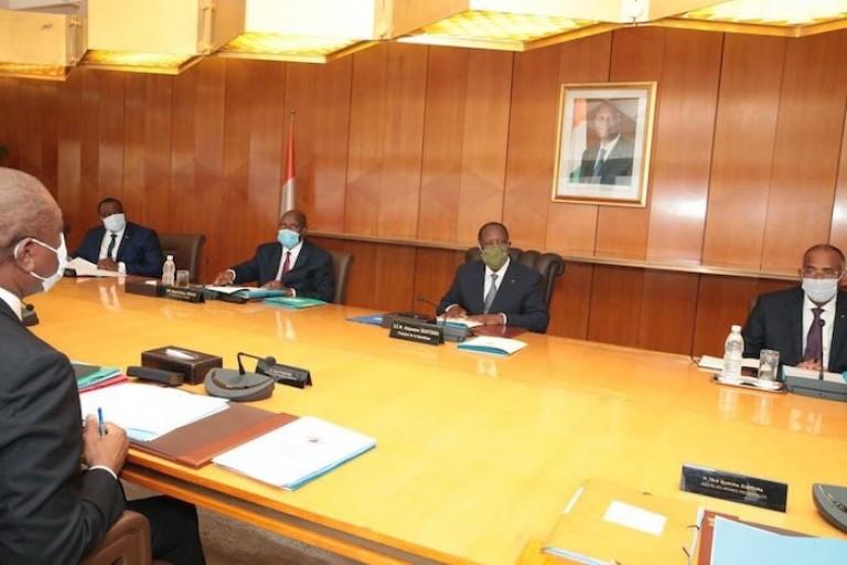 Alassane Iuattara présidant le Conseil présidentiel