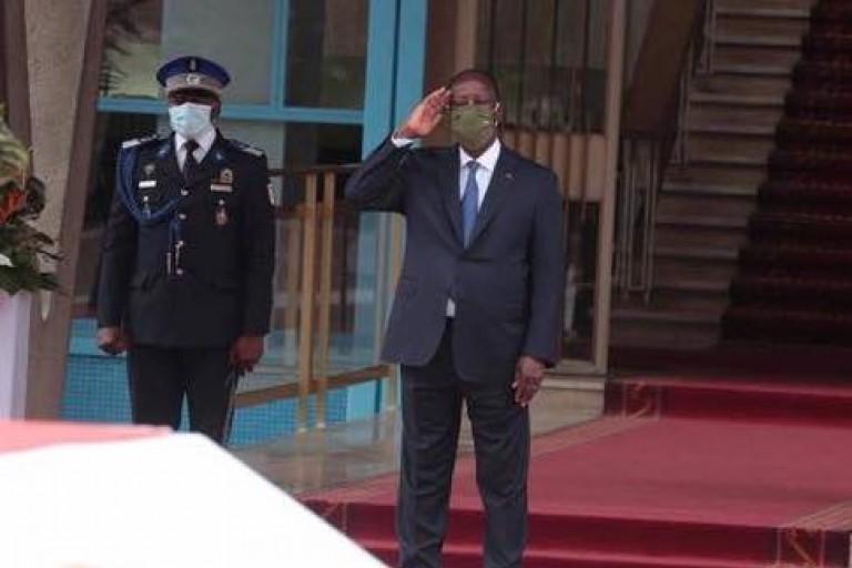 Troisième mandat d' Alassane Ouattara, Emmanuel Macron droit réagir