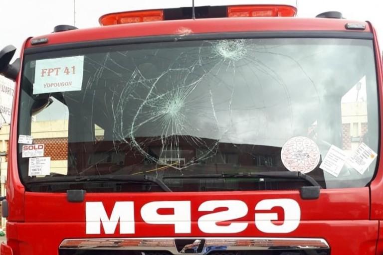 Un engin des Sapeurs-pompiers militaires caillassé à Yopougon