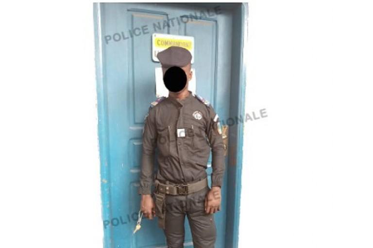 Un faux gendarme arrêté par des policiers