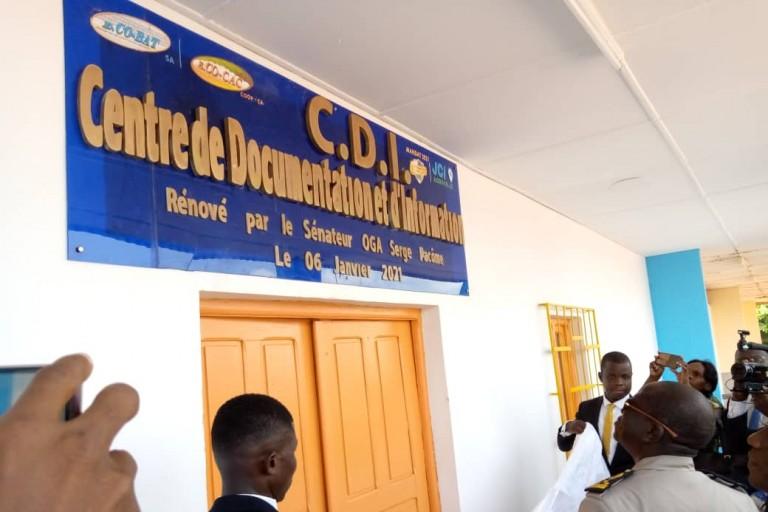 Agboville: La JCI dote la bibliothèque des lycées 1 et 2 de livres
