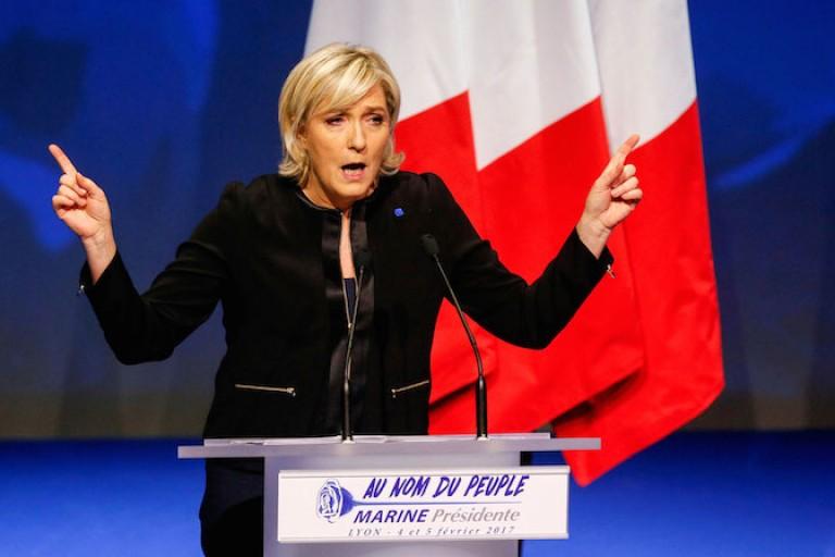 Marine Le Pen : « Il est inadmissible de s'attaquer physiquement au Président de la République »