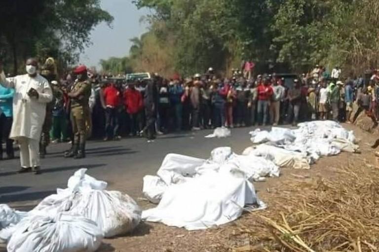 Au Cameroun, une collision entre un camion et un bus, 53 morts