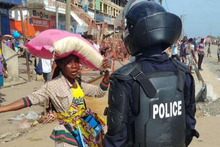 Cameroun: Un policier tue un motard, la foule se révolte et le bat