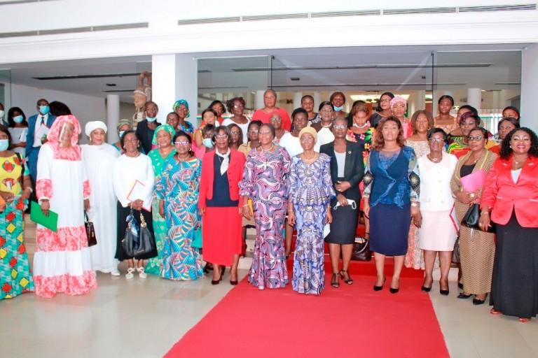 Près de 500 femmes à l'assaut de l'Assemblée nationale - Femmes candidates aux Législatives