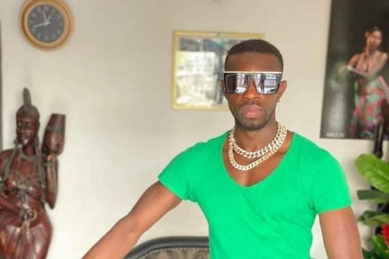 Après l'avoir traité d'homosexuel, El Youky enfonce Molaré
