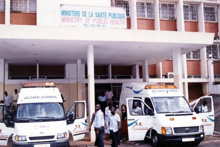 Samuel Eto'o fait don de 10 ambulances médicalisées