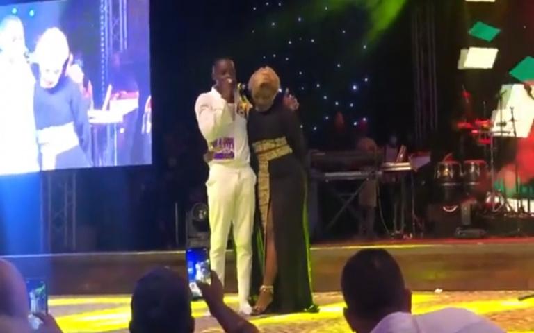 Carmen Sama met Sidiki Diabaté mal à l'aise