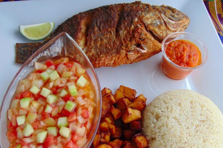 Un plat d'attiéké poisson