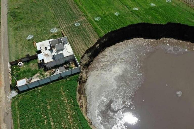 Doline : Une maison menacée par un trou beant à Zacatepec
