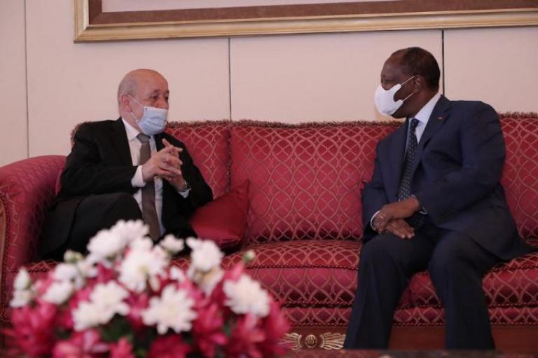 Le président Alassane Ouattara et Jean-Yves Le Drian, se sont parlés