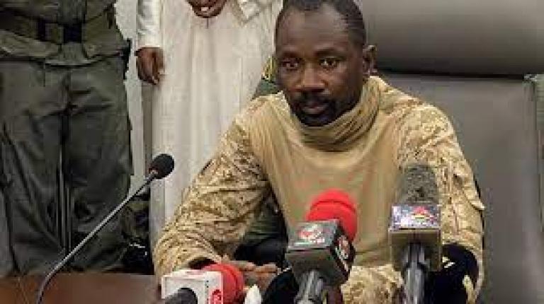 Tabaski : Assimi Goïta offre 30 moutons au président ivoirien Alassane Ouattara