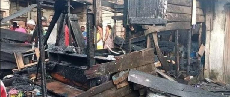 Cameroun: 6 enfants meurent dans un incendie, 2 dames aux arrêts
