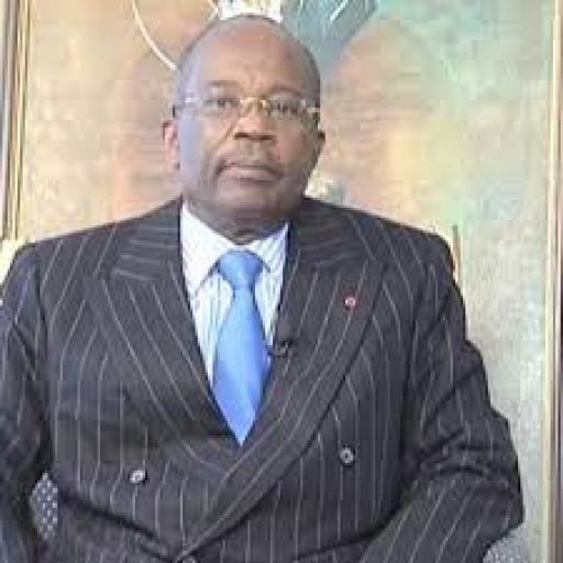 Gabon : La dépouille de l'ex-PM Casimir Oyée M'Ba est arrivée à Libreville
