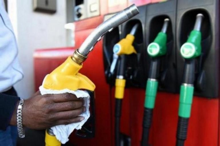 Guinée : Le CNRD baisse le prix du carburant de 10 %