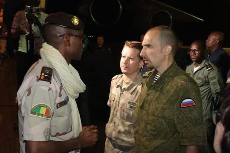 Les autorités de la Transition au Mali réceptionnent du matériel militaire de Russie