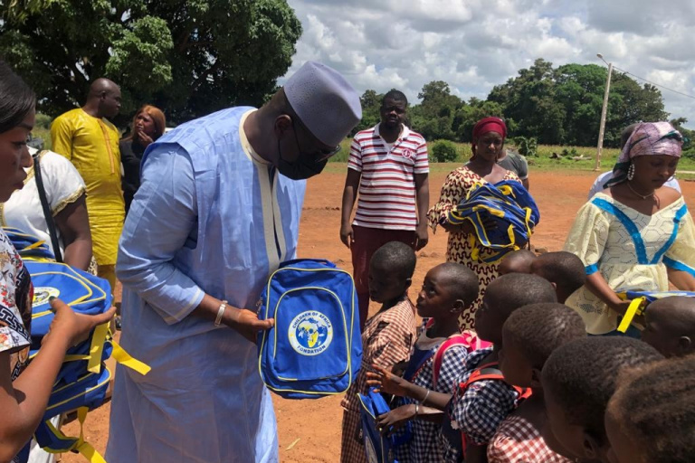 Korhogo-Nagounkaha: Des cartables neufs remplacent les « sacs de riz » des élèves